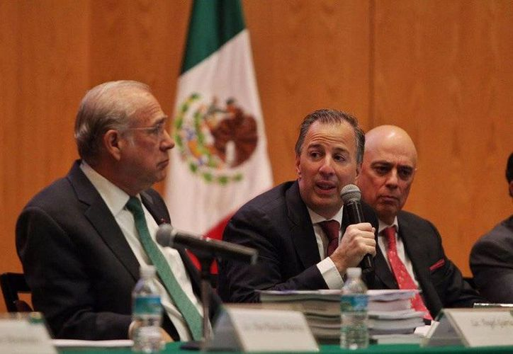 José Antonio Meade habló sobre la economía de México en el seminario Perspectivas Económicas 2017 que organiza el Instituto Tecnológico Autónomo de México. (twitter.com/JoseCardenas1)