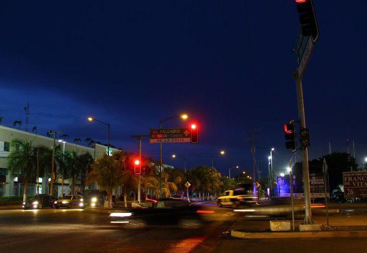 La obra beneficiará a los más de 250 mil vehículos que diariamente transitan por calles y avenidas de este destino turístico. (Gonzalo Zapata/SIPSE)