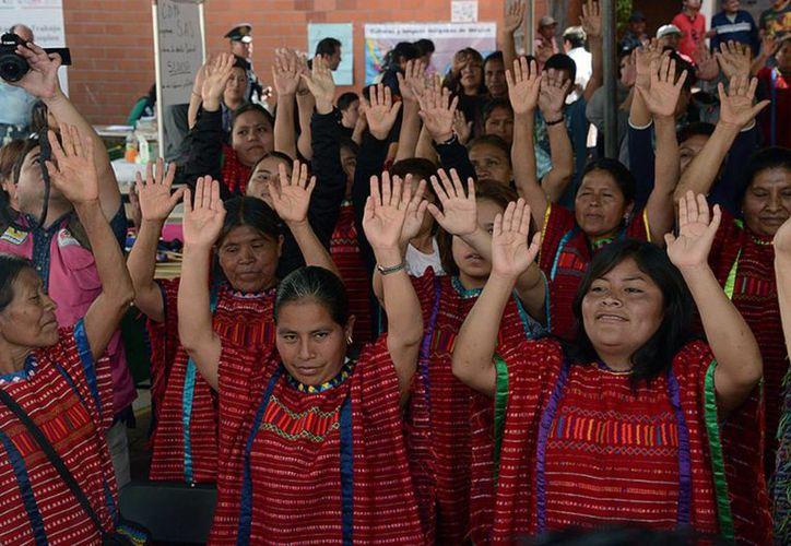 En México hay unos 25 millones de personas que se asumen como indígenas y que enriquecen la vida cultural y social del país. La CNDH lanzó una campaña nacional para prevenir la trata de personas en estas comunidades. (Archivo/Notimex)