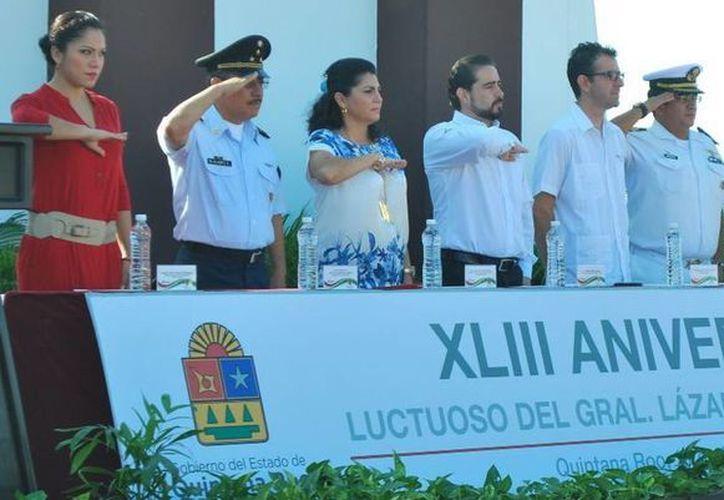 La ceremonia se realizó en el monumento de Lázaro Cárdenas en Chetumal. (Redacción/SIPSE)