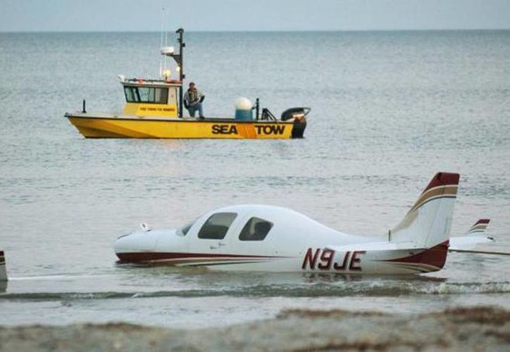 Foto de un avión que aterrizó en una playa de Carolina del Sur en marzo de 2010. (Foto de contexto. Archivo/SIPSE)