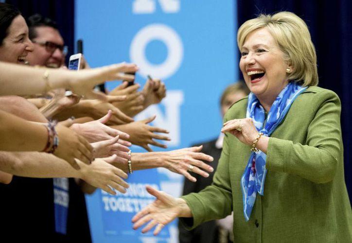La salud de Hillary Clinton ha dado pábulo a numerosos comentarios en las redes sociales. (AP/Andrew Harnik)
