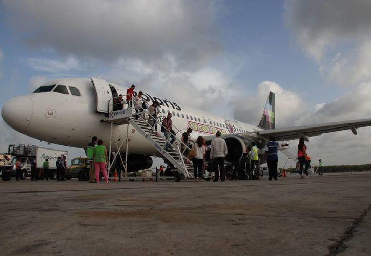 El vuelo inaugural de Chiapas llegó por la tarde al destino turístico. (Consuelo Javier/SIPSE)