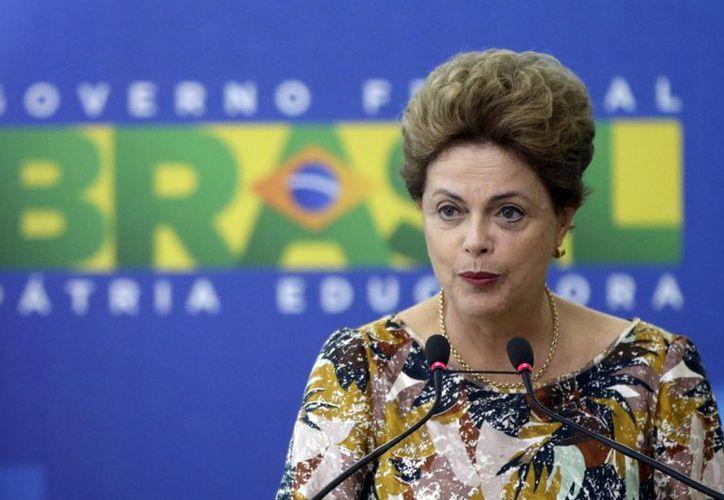La campaña electoral de la presidenta brasileña, Dilma Rousseff, será investigada por acusaciones de irregularidades. (EFE/Archivo)
