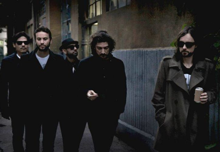 El documental muestra las vivencias de la banda durante su gira a 17 países de Europa y Sudamérica. (Foto tomada de Facebook/Zoé Oficial)