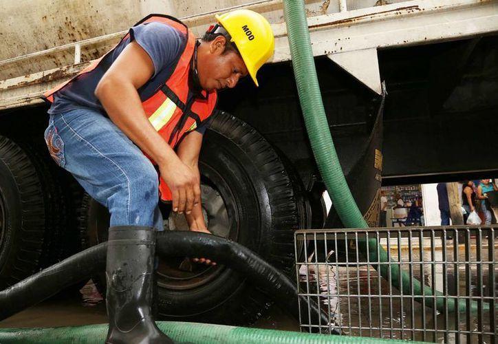 El mantenimiento al drenaje pluvial tiene que ser constante para evitar encharcamientos en temporada de lluvias. (SIPSE)