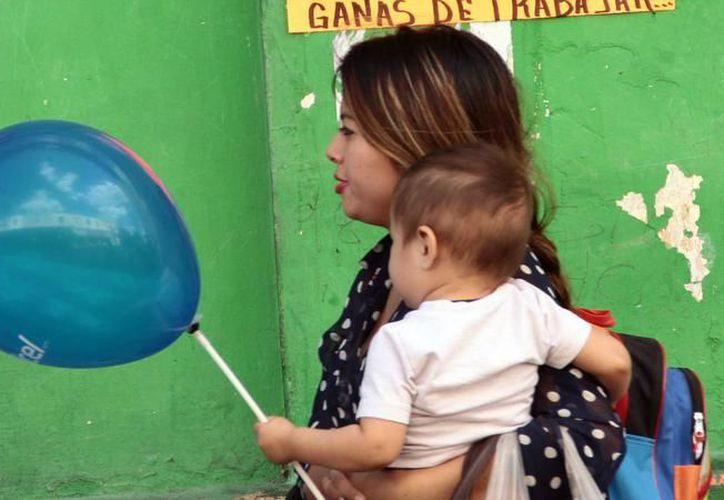 En situaciones de emergencias meteorológicas, como son los huracanes, la lactancia materna es el mejor alimento para los bebés. (Archivo/SIPSE).