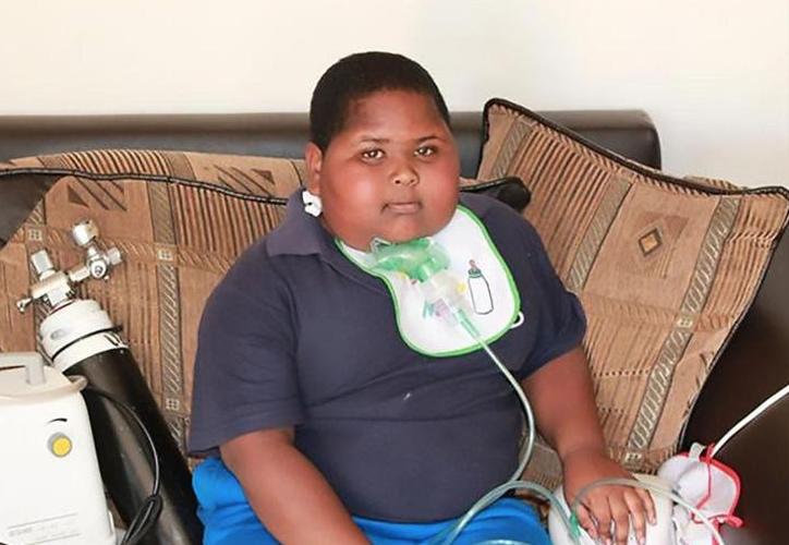 Una rara enfermedad provocó que  Caden Benjamin, de 11 años  nunca estuviera satisfecho con la comida. (Twitter)