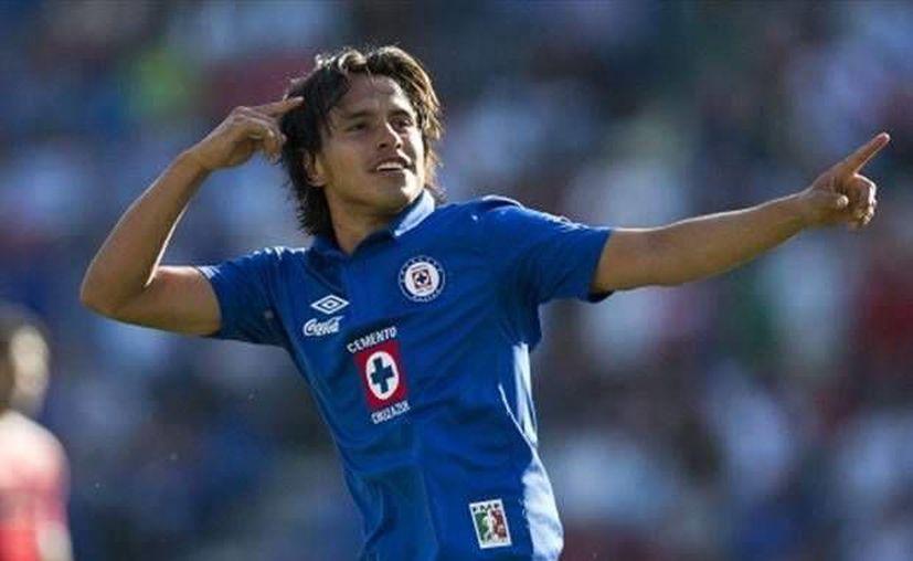 Gerardo Flores se rompió parcialmente el ligamento cruzado de la rodilla derecha al chocar con un rival en la cancha inundada. (goal.com)
