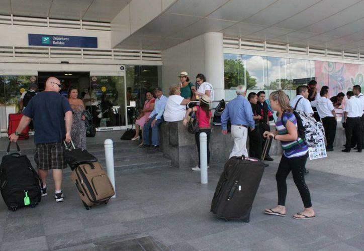 En dos semanas el aeropuerto podría recibir vuelo directo de Brasil. (Israel Leal/SIPSE)