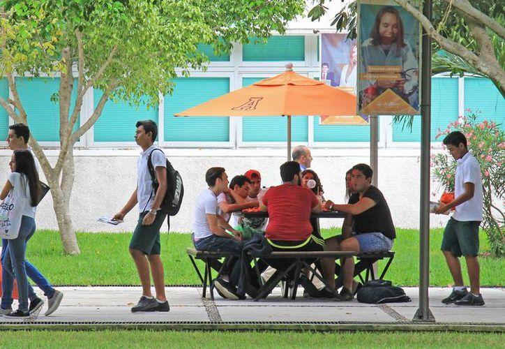 En el siguiente ciclo escolar las escuelas particulares aumentarán las colegiaturas. (Jesús Tijerina/SIPSE)