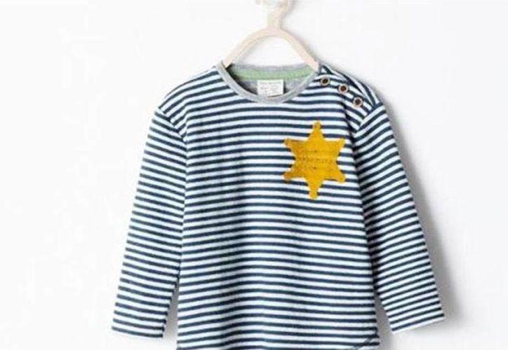 ¿Inocente playera? Retiran del mercado una prenda que recuerda a los uniformes que usaron los judíos en los holocausto. (Excelsior)