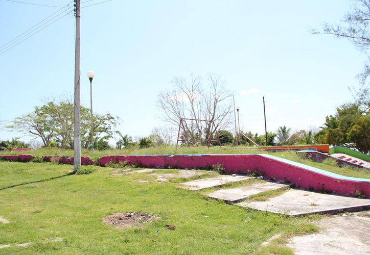 También solicitan apoyo con pintura, ya que ellos pueden poner la mano de obra y remozar el lugar. (Carlos Castillo/SIPSE)