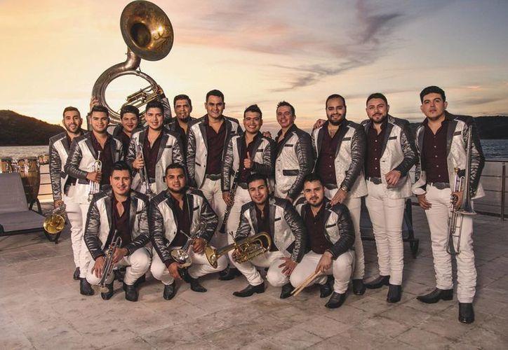 La Banda Los Recoditos siguen promocionando el álbum musical  'Me está gustando', el cual le ha entregado varios premios a la agrupación.(Foto tomada de Facebook/Banda Los Recoditos)