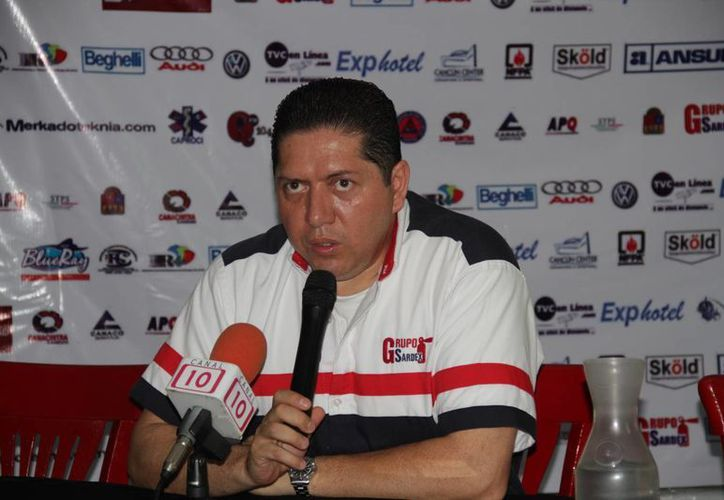 Thomas Hurtado Morris, director de Bomberos en Benito Juárez, durante una conferencia de prensa. (Tomás Álvarez/SIPSE)