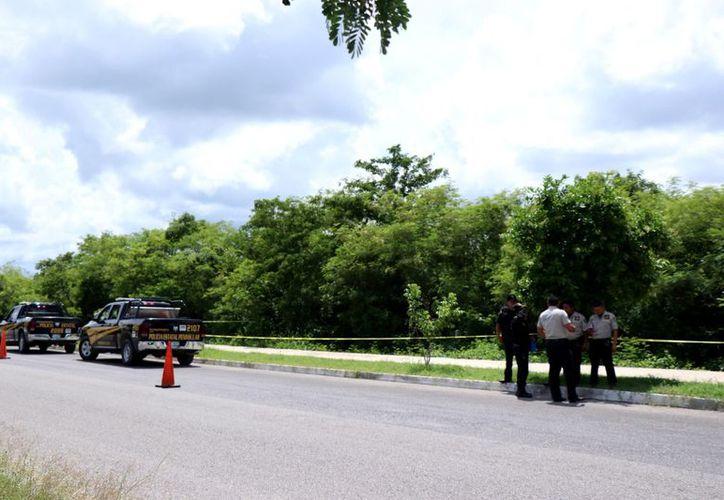 Elementos de seguridad llegaron al lugar que conecta hacia la carretera Mérida-Progreso. (SIPSE)