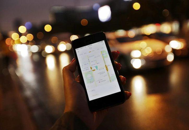 Las pantallas de los teléfonos inteligentes pueden contener hasta 600 bacterias, 30 veces más que las 20 que hay en la taza de un inodoro, según la investigadora del Departamento de Microbiología de la Universidad de Barcelona (UB) Maite Muniesa. (EFE/Archivo)