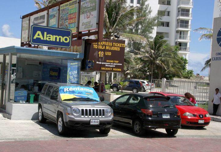 En Quintana Roo hay un promedio de 19 mil autos de renta. (Tomás Álvarez/SIPSE)