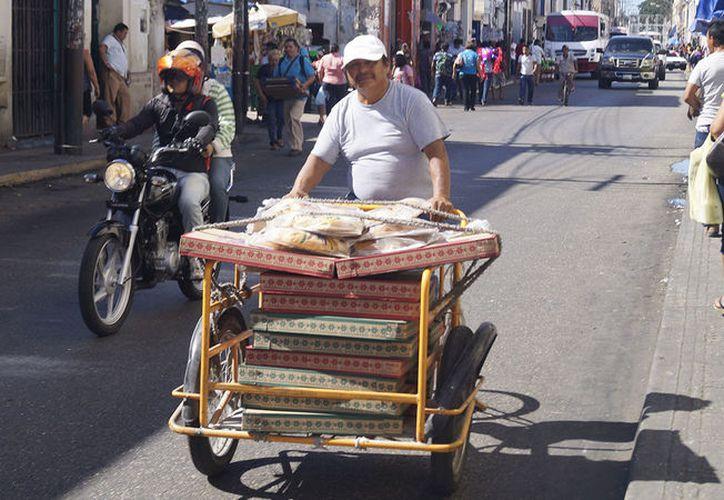 Los panaderos están listos para 'saturar' los aparadores de la rica y tradicional rosca de reyes. (SIPSE)