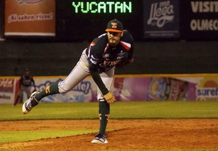 Javier 'Escopetita' Martínez abrió el segundo partido de Leones contra Olmecas. (Milenio Novedades)