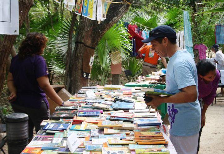 La iniciativa Libros Libres inició este año y se realiza habitualmente en el parque La Ceiba de Playa del Carmen. (Octavio Martínez/SIPSE)