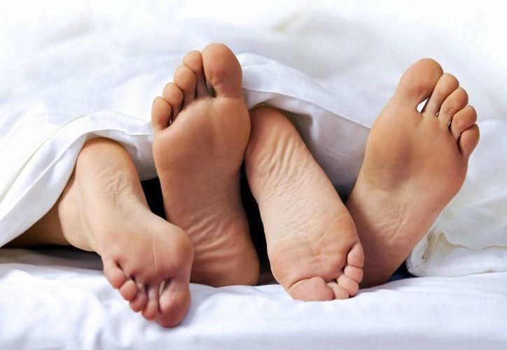 Especialistas indican que mantener relaciones íntimas con cierta frecuencia ayuda a la buena salud de las uñas y el cabello. (eldiariodelasalud.com)