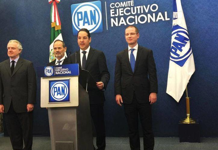El precandidato del PAN a la gubernatura de Querétaro, Francisco Domínguez, acompañado de Santiago Creel, Gustavo Madero y Ricardo Anaya. (@AccionNacional)
