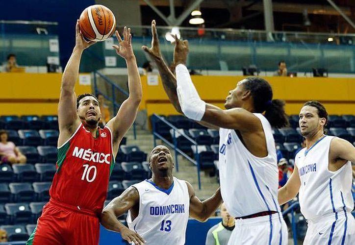La selección mexicana de básquetbol dirigida por Sergio Valdeolmillo sufrió una derrota 95 a 70 contra su similar de República Dominicana como parte de la segunda fecha del baloncesto en los juegos panamericanos.(Conade)