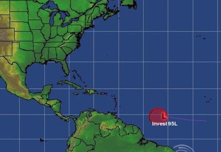 La onda tropical mantiene su avance hacia el oeste. (Cortesía)