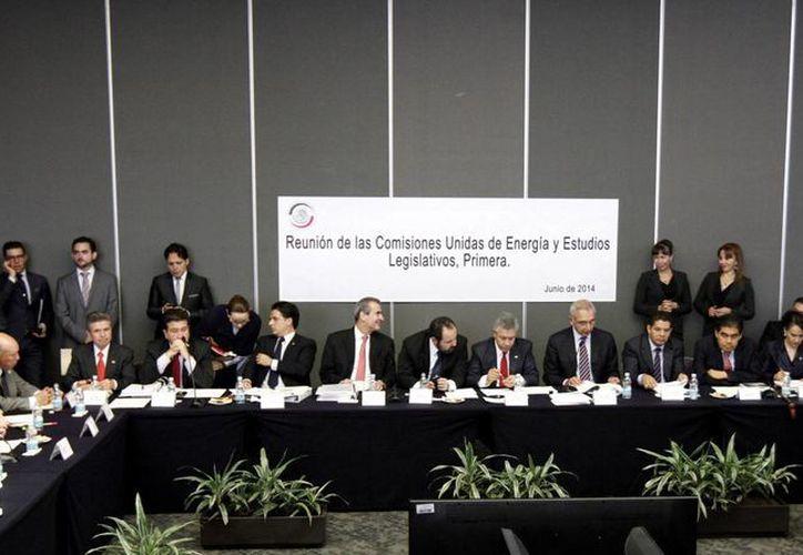 Senadores realizaron reunión de trabajo de las comisiones unidas de Energía y de Estudios Legislativos Primera. (Notimex)