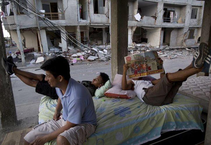 El gobierno de Ecuador agradece la ayuda internacional para su población tras el terremoto del sábado 16 de abril. (AP)