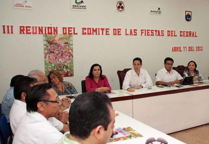 Reunión del comité con las autoridades municipales. (Cortesía/SIPSE)