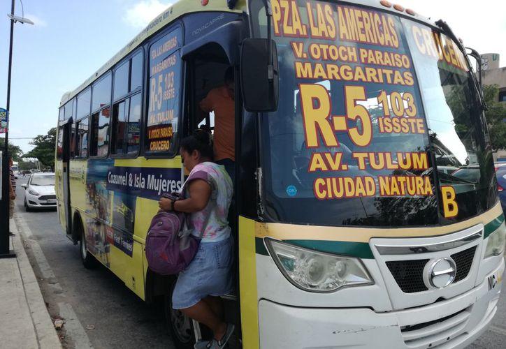 La tarifa está siendo violada por parte de los prestadores del servicio público de transporte. (Redacción/ SIPSE)