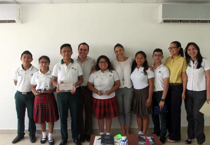 Los alumnos del plantel Mérida III del Conalep destacaron en un concurso de autos de F1 a escala. (Amílcar Rodríguez/Milenio Novedades)