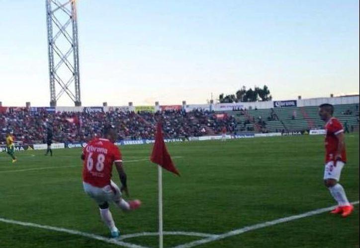 """Tiro de esquina del equipo Mineros en el partido de ayer ante Venados en el """"Francisco Villa"""" de Zacatecas. (Milenio Novedades)"""