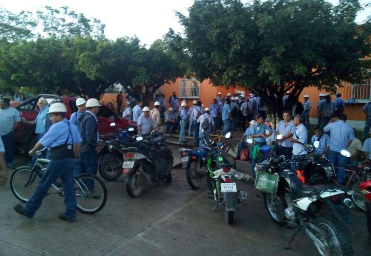 Desde el pasado martes en la noche los productores de la CNPR iniciaron la movilización para realizar la huelga. (Carlos Castillo/SIPSE)