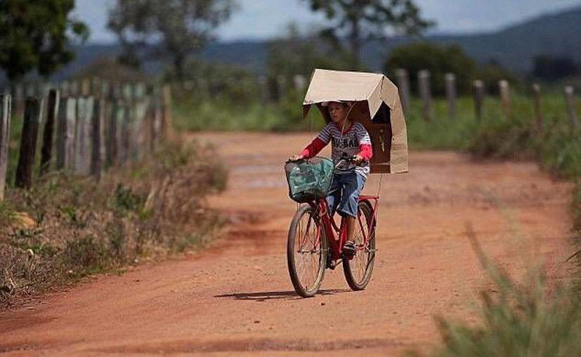 Los pobladores de Araras tratan de protegerse del sol, ya que padecen de una enfermedad llamada 'xeroderma pigmentosa'. (Agencias)