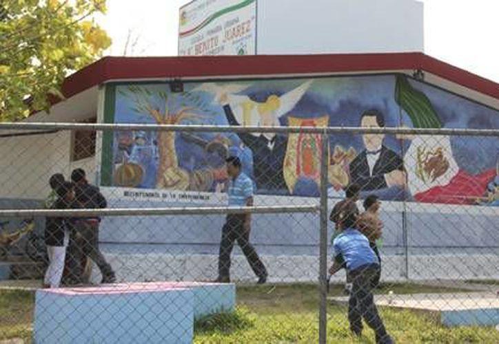 Las jornadas de limpieza y mantenimiento benefician a la educación de los niños morelenses. (Redacción/SIPSE)
