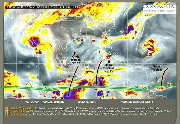 La onda tropical 13 se aproxima a la Península de Yucatán, se espera que llegue en el transcurso del lunes. (smn.cna.gob.mx)