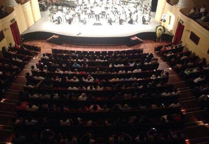 El público disfrutó del homenaje al desaparecido director de orquestas  Luis Luna Guarneros. (Milenio Novedades)