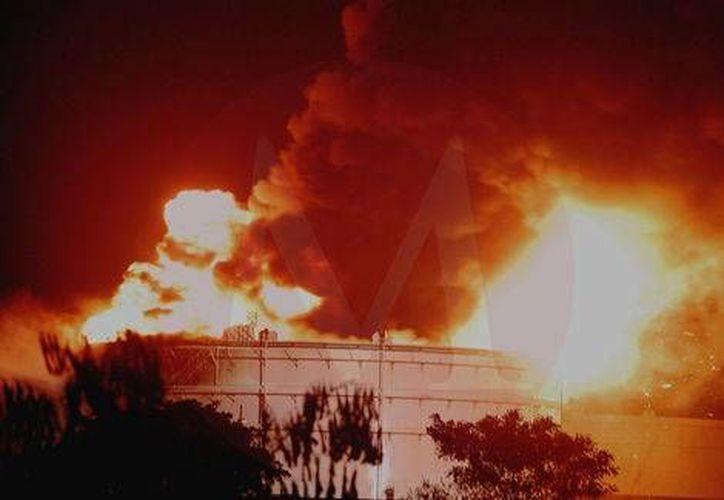 Pemex prevé que el fuego en la refinería de Ciudad Madero quede sofocado el jueves. (Milenio)