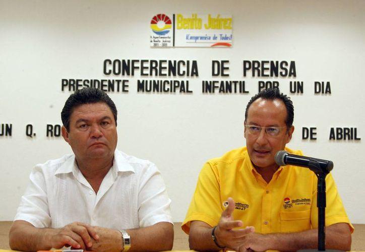 José Roberto Argáez Moguel; y Juan Carlos Muñoz Cazares, en la presentación de la convocatoria. (Redacción/SIPSE)