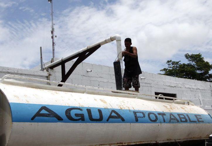 La CAPA cuenta con un padrón de 56 usuarios en esa demarcación municipal, a los cuales han estado apoyando con pipas de agua. (Javier Ortiz/SIPSE)