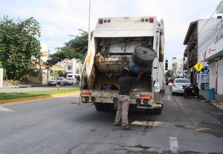 Recorren la ciudad 50 camiones de la Dirección de Servicios Públicos Municipales. (Octavio Martínez/SIPSE)