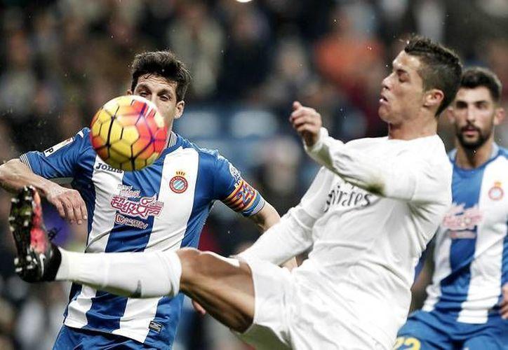 Cristiano Ronaldo consiguió un hat-trick, este domingo en partido donde el Real Madrid goleo 6-0 al Espanyol, en partido de la jornada 22 de la Liga BBVA. (Imágenes de Notimex)