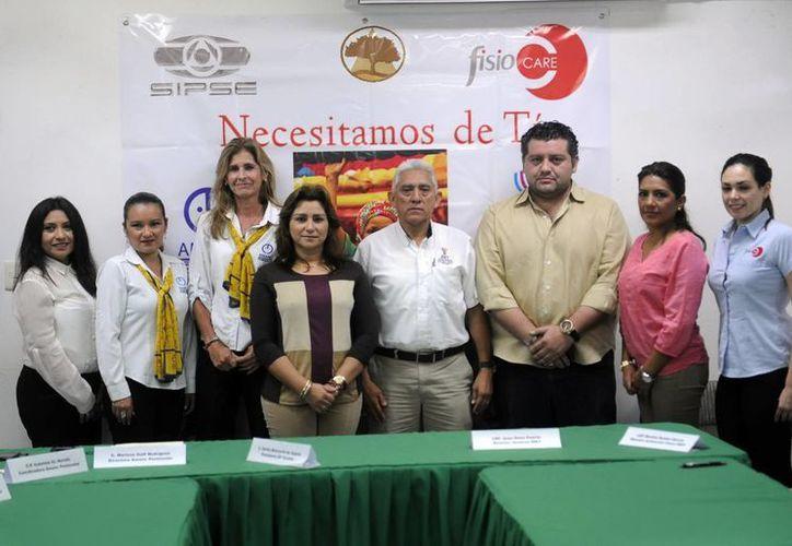 Presentación oficial de la clase de zumba, ritmos latinos y fitness, que servirá para recolectar fondos para la operación de una menor con cáncer. (Milenio Novedades)