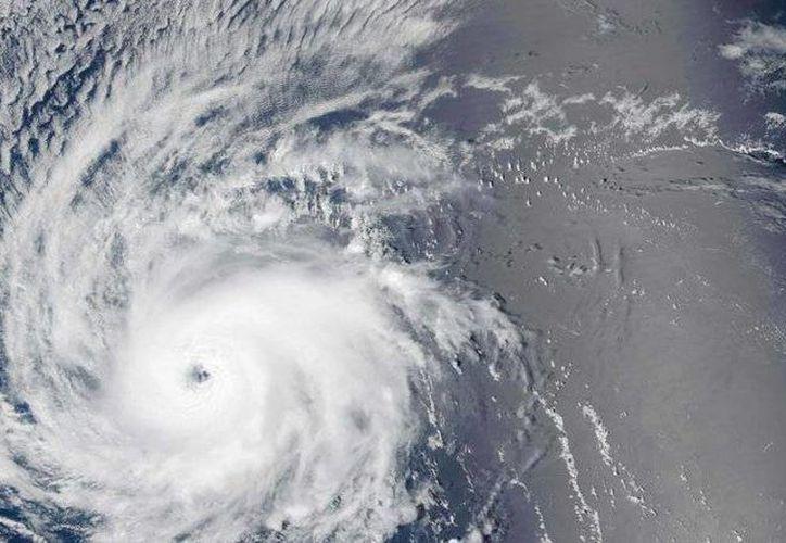 Se pronostica que Madeline provoque lluvias entre 12.7 y 25.4 centímetros en Hawái. (twitter.com/globovision)