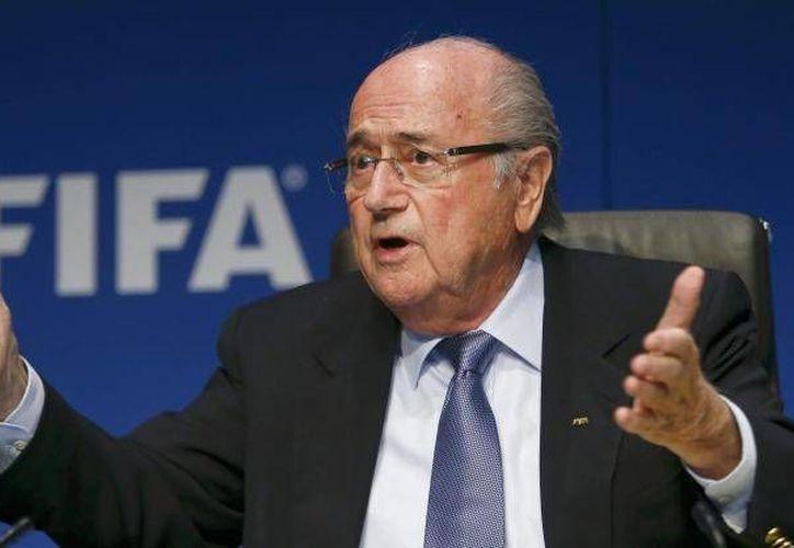 Joseph Blatter tendrá un enfrentamiento ante el comité de ética de la FIFA debido al escándalo de corrupción dentro de la organización futbolística. (Notimex)