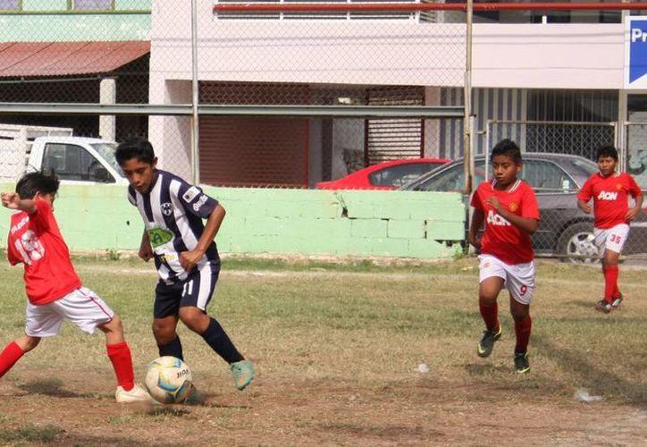 Rayados Mérida Blanco goleó 3-0 a Manchester Progreso. (Marco Moreno/SIPSE)