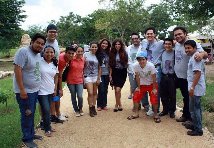 Empresarios y voluntarios apoyan a las comunidades yucatecas por medio del programa 'Unión y esperanza yucateca'. (Milenio Novedades)